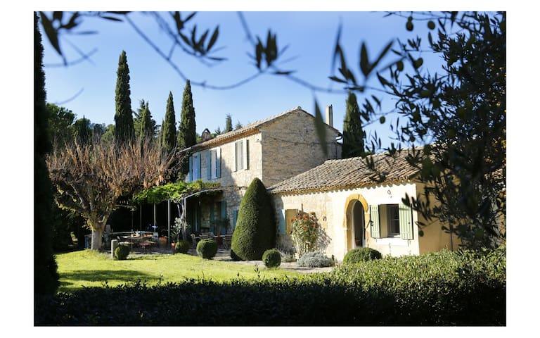 Les Seyrels : Unique Provençal restored farmhouse
