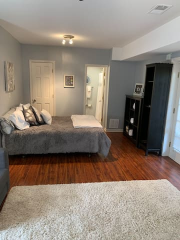 Habersham Haven- Perfect for the business traveler