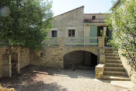 Jolie maison en pierres indépendant - House