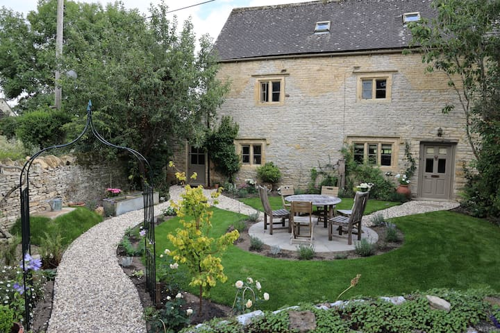 Charming Old Cotswold Cottage