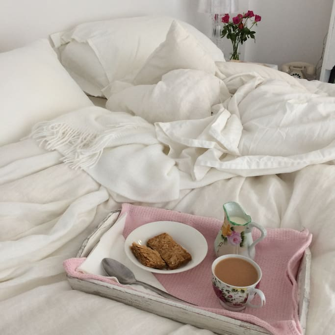 Breakfast in bed. Happiness.