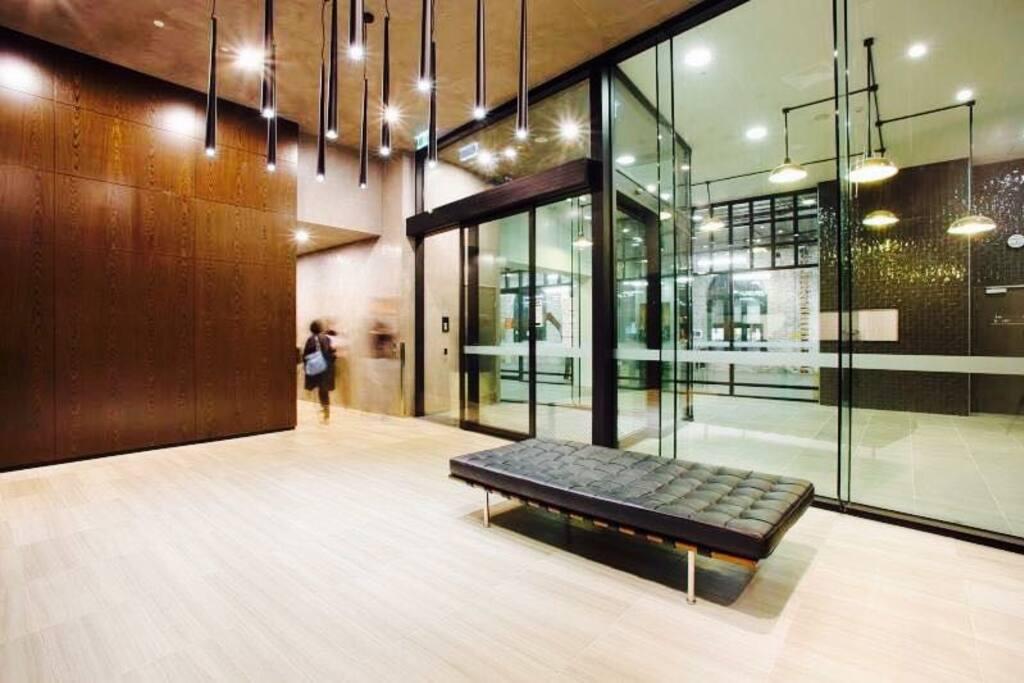 A modern Contemporary Entrance Foyer & 24Hrs Security!