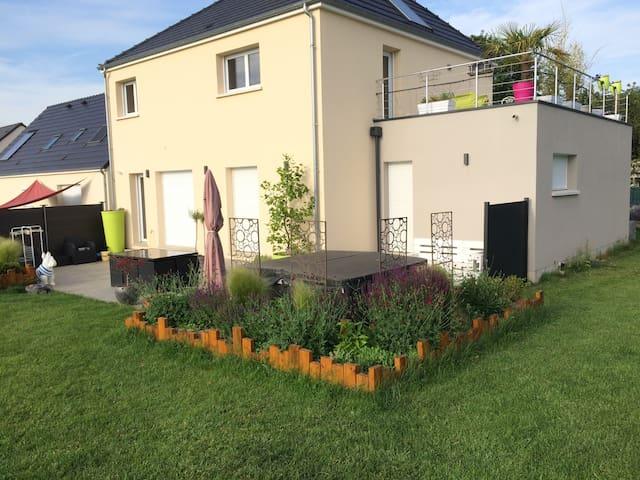 Maison neuve avec spa exterieur h user zur miete in for Exterieur maison neuve