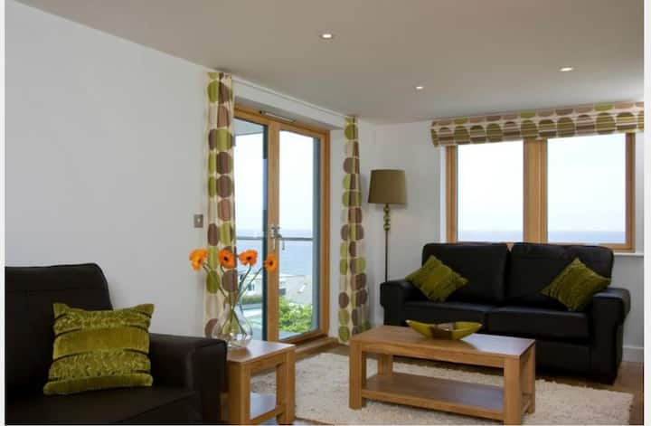 2-bedroom Seaview Apartment by Fistral