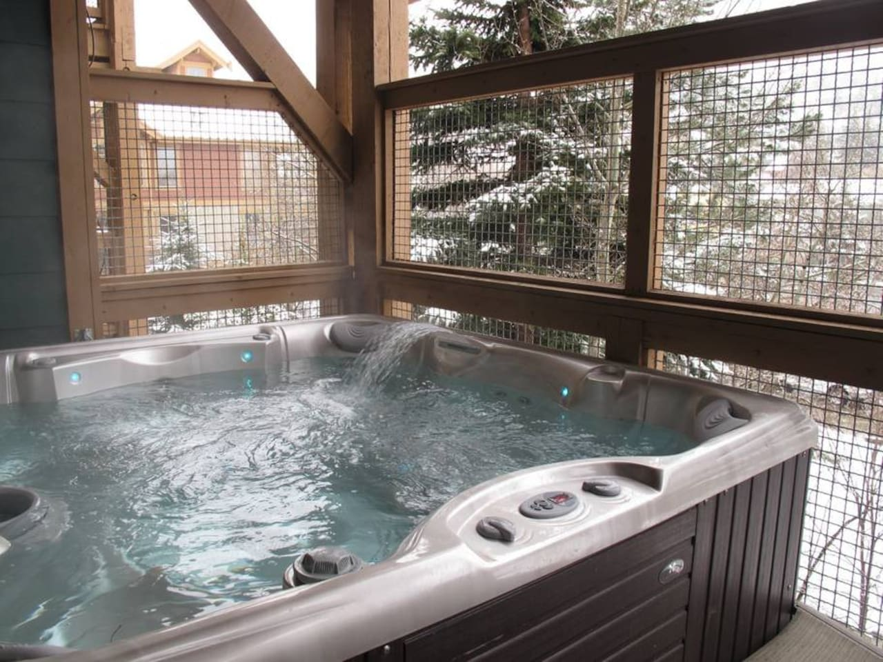 Awesome jacuzzi on deck!
