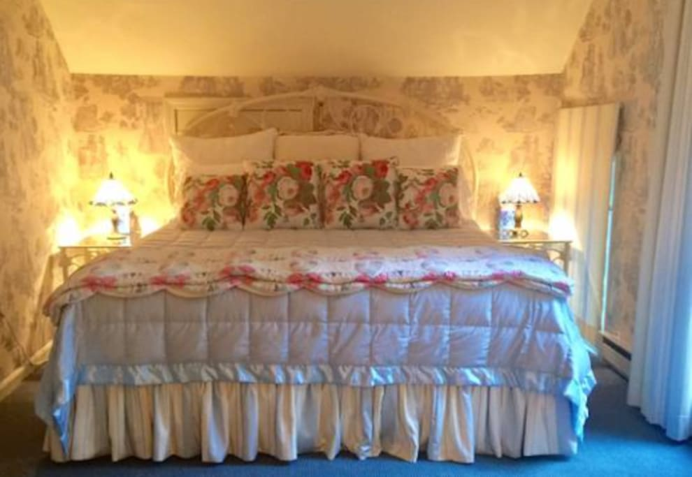 king bed w/ walk in closet on 2nd floor, has TV and love seat.  Attached 2nd floor laundry and full bath