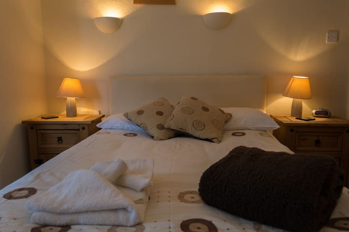 Ensuite Twin/Double Room for Key Workers in July