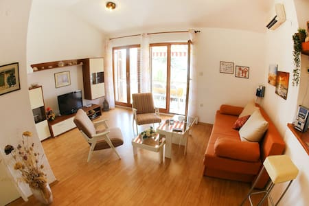 Zrinka-Two Bedroom Apartment with Balcony&Sea View