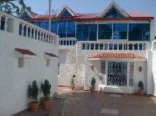 Surrinder Villa foot of Himalayas