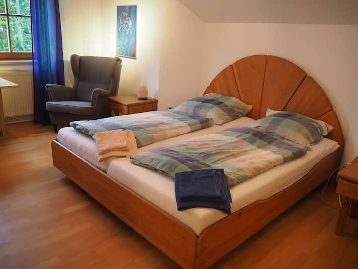 2 Zimmer, privat Bad, Stellplatz, bis 4 Pers 83607