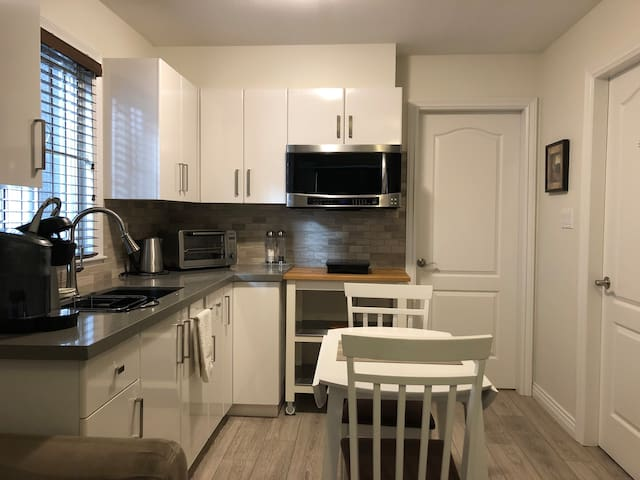 *Private Modern Home in Lovely East Village*