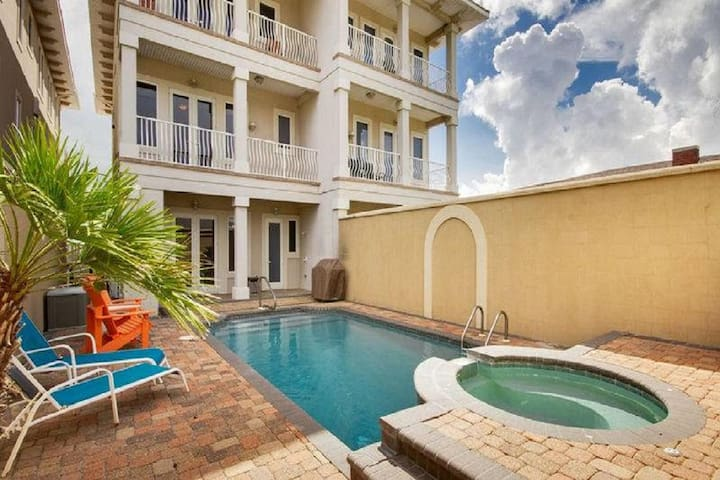 Shell-a-Bration - Beautiful Home with Private Pool & Hot Tub!