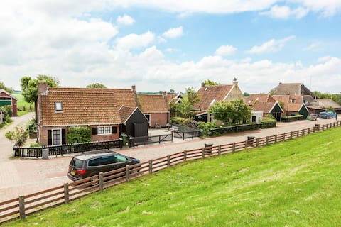 Cozy Holiday Home in Moddergat with Sea Near