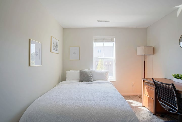 Uptown East 1BR steps away from VU campus!