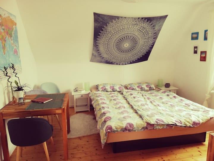 Liebevolles Gästezimmer im Einfamilienhaus