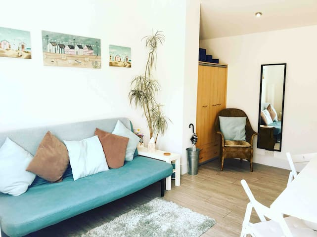 Self-contained apartment in Saltdean by the sea