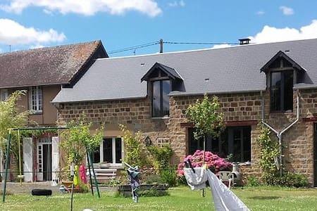 Corps de ferme rénové à 35 km du Mt St Michel - Saint-Hilaire-du-Harcouët - House