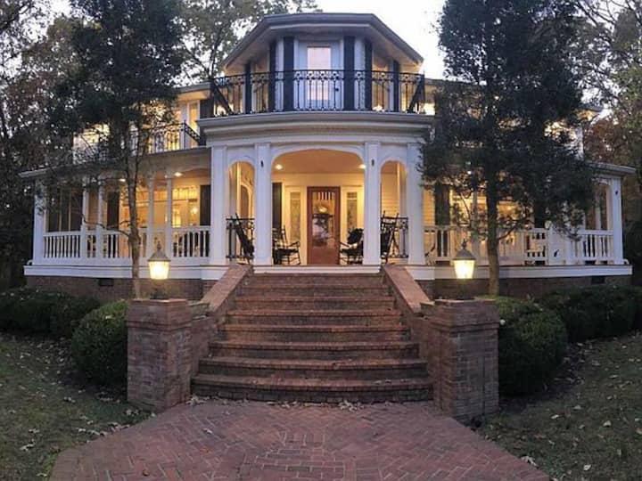The Charleston Retreat On Kentucky Lake
