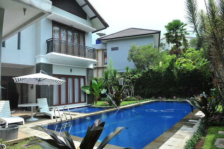 Spacious 5 Bedroom with pool In Dago Pakar Resort