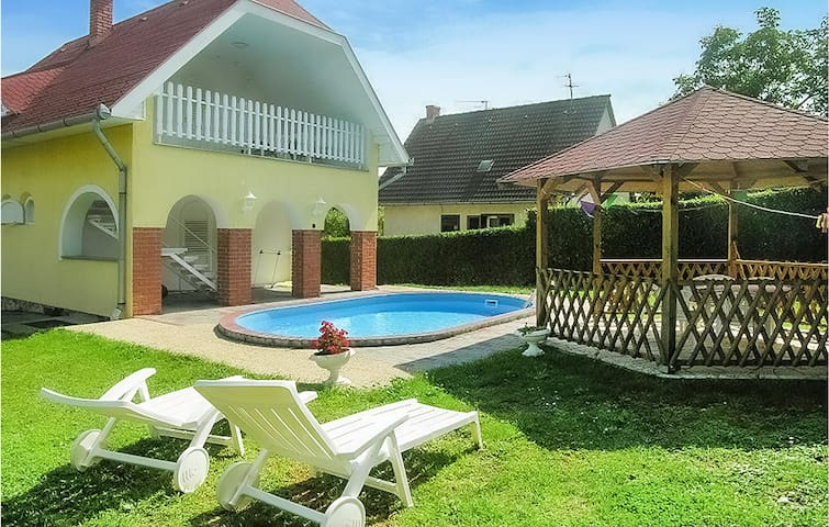 Holiday cottage with 3 bedrooms on 75m² in Balatongyörök