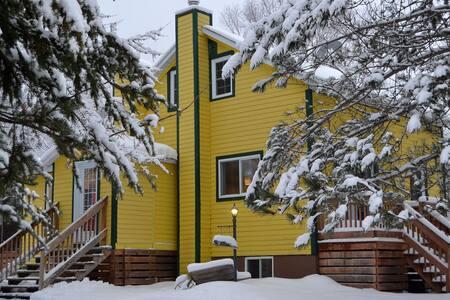La Maison jaune de Chute-Saint-Philippe
