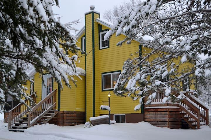 La Maison jaune : confort, wifi et spa