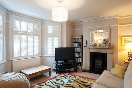 Up to 20% off! 4 bedroom house, Richmond - Richmond - House