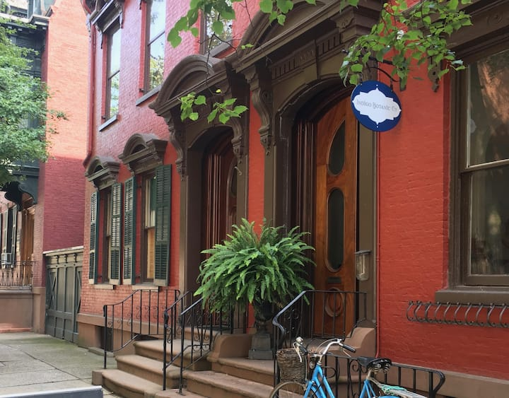 Heart of downtown historic Victorian rowhouse