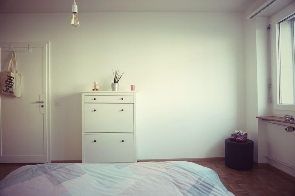 Master bedroom · Queen size bed