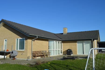 Cosy, well furnished family house - Lystrup - Hus