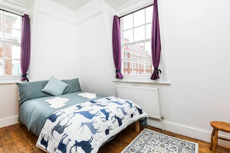 The Cheerful Spirit Boutique Room 2 in Centre - London - Serviced flat