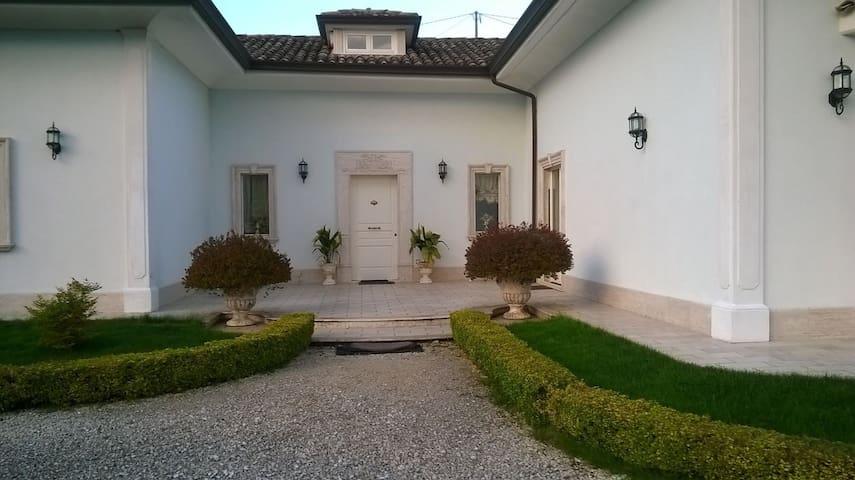 Suite in villa - San Nicola Manfredi - Willa