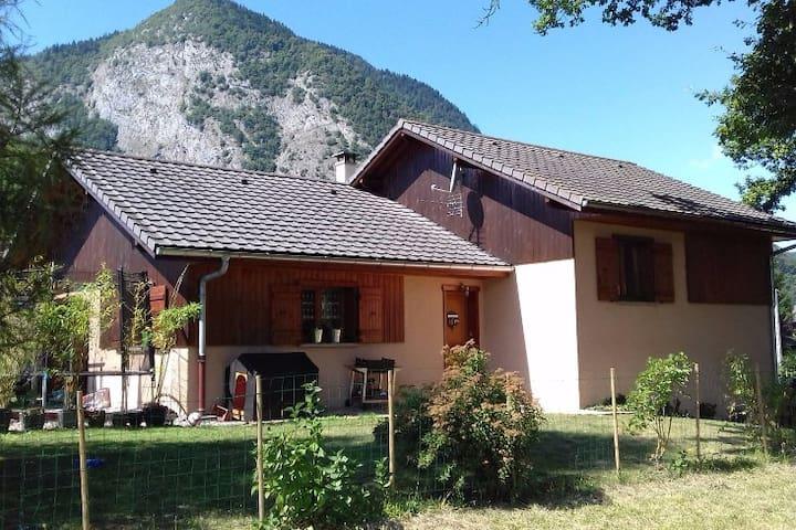 Maison proche des grandes stations de Haute-Savoie - Taninges - Casa