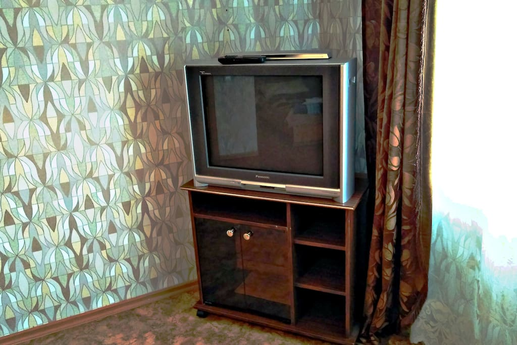 На большом телевизоре хорошо смотреть любые передачи