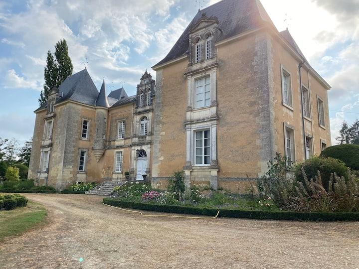 Château Familiale en pleine nature avec Piscine