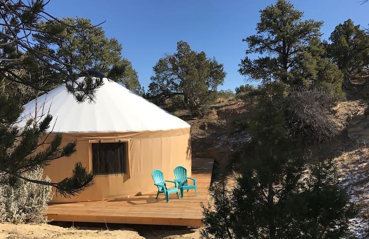 Escalante Yurt Lodging (Cedar yurt) - Escalante - Jurta