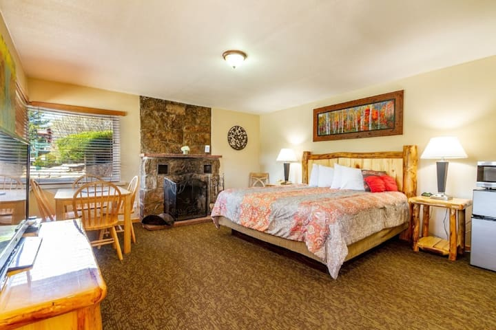 TWO BEDROOM Queen Suite with FIREPLACE