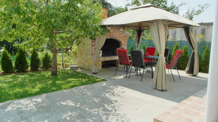 Apartman Tina Gračac, WiFi, parking, max 6 person.