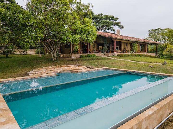 Casa Ayni: Private safe escape w beach view & pool