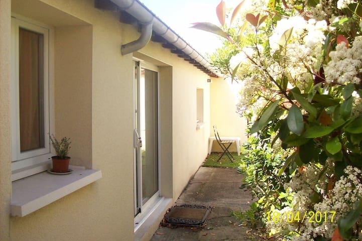 petite maison de 30m² rive gauche de Saintes