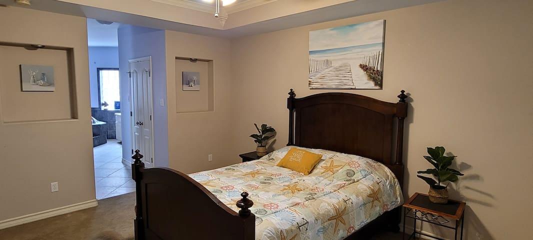 Master Bedroom- Queen