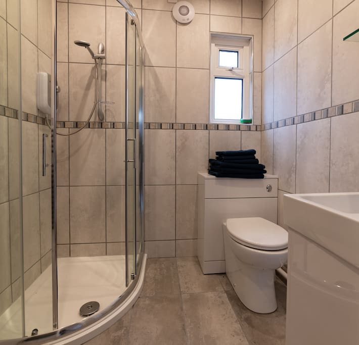 New bathroom installed in 2018.
