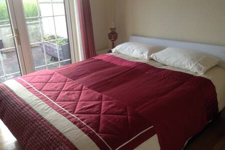 Beautiful DB, King Bed, Garden view - Carrigaline - Hus