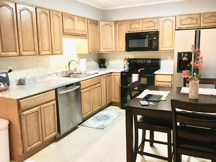 Kirby Apts #4-King Size Beds 2BR/Clean/Quiet/Safe