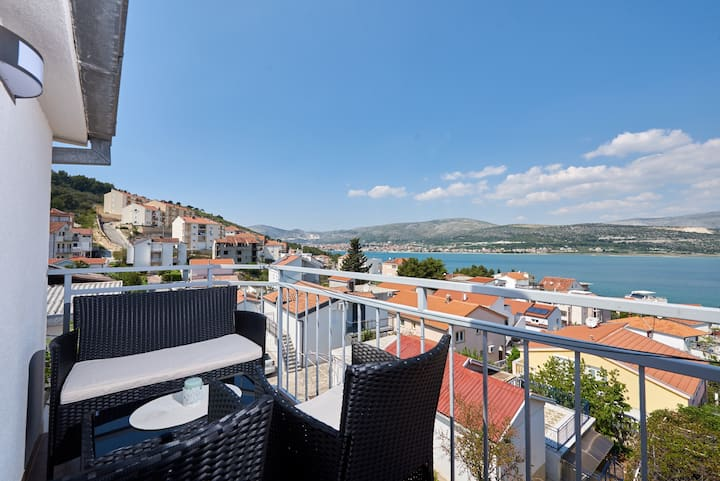 Lovely ❤ sea view apt for 2+1, beach at 250 m