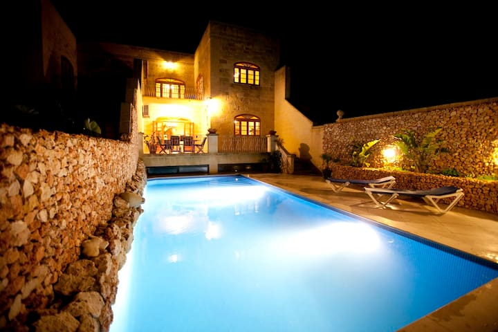 L-Ghorfa. A large 5 bedroom villa with views.