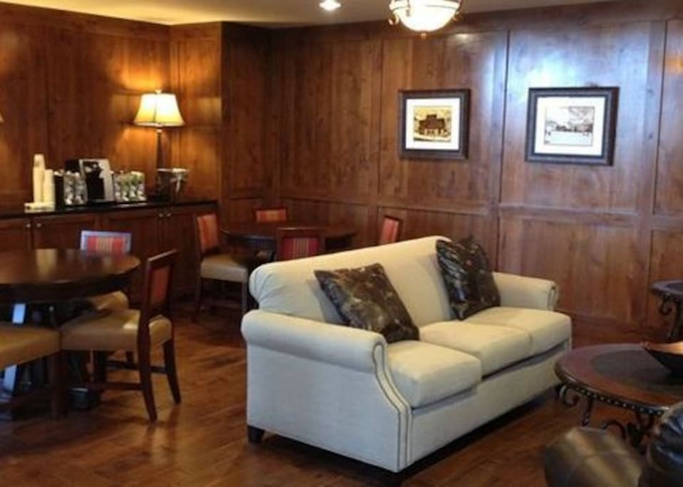 Sunrise Lodge lobby sitting area