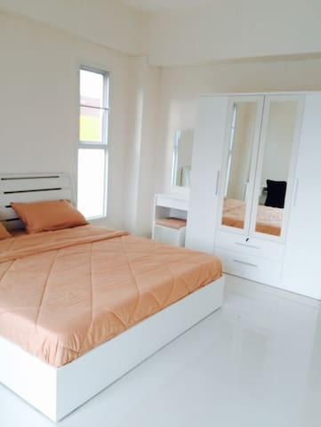 หอพักศรีสวัสดิ์.  หลังมน. พิษณุโลก - Phitsanulok - Apartament