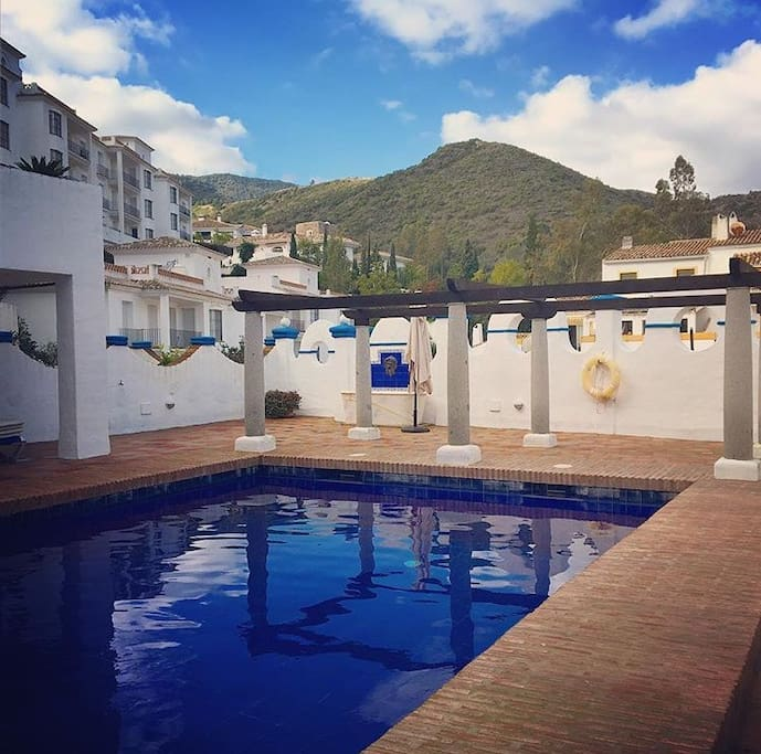 Shared private pool