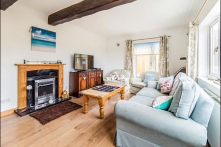 Large Cromer Cottage Norfolk Beach Sea sleeps 7 - Cromer